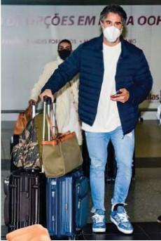 ??  ?? Cheio de orgulho, Mion exibe seu novo crachá da Rede Globo, onde vai comandar o Caldeirão. A volta para São Paulo após a contratação.