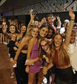 ?? Getty ?? Aanschuiven in Brighton voor een feestnacht in de club Pryzm.