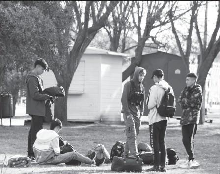 ??  ?? Se vio en la tarde a grupos de adolescentes, en distintos sectores de la localidad