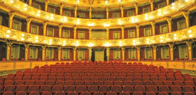 ?? FOTO: GUILLERMO TORRES ?? El Teatro Colón se ha mantenido activo en tiempos de coronavirus. Sus conciertos también han sido gratuitos.