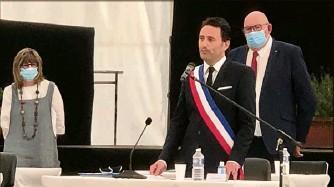 ?? (Photo Vanessa Llados) ?? Jeudi, sous le chapiteau, Ladislas Polski a été élu maire de La Trinité.