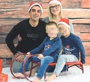 ??  ?? Felici Denis Magnani con la moglie Elisa e i due figli