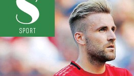 ??   ALASTAIR GRANT ?? LUKE Shaw's Manchester United side are regretting poor early season form. AP.