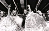 ??  ?? King Goodwill Zwelithini and Chief Mangosuthu Buthelezi share a chuckle at the Shaka's Day celebrations in Taylor's Halt, Pietermaritzburg, September 1988.