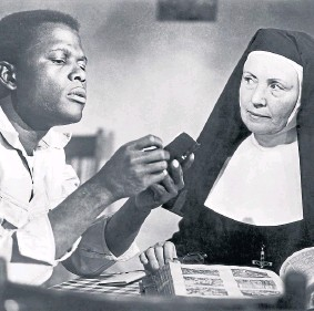 ??  ?? OSCAR: Sidney Poitier and Lilia Skala in The Lilies Of The Field.