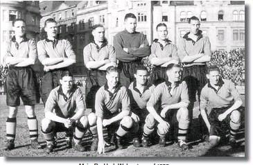 ??  ?? Major Buckley's Wolves team of 1938