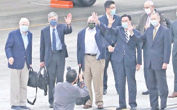 ?? — AFP photo ?? Photo shows (left to right) Dodd, Steinberg, Armitage, Taiwan's foreign minister Joseph Wu and director of the American Institute in Taiwan Brent Christensen posing for photographs after the arrival of the unofficial US delegation at Songshan Airport in Taipei.
