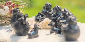 ??  ?? Pesebre San José trabajado con cerámica en color negro.