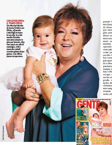 ??  ?? COSÌ LA PRESENTÒ ALL'ITALIA Cinque mesi fa la cantante presentò ai milioni di suoi ammiratori, solo su Gente, la piccola Olivia, appena nata.