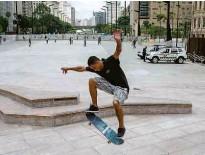 ?? Danilo Verpa/folhapress ?? A pista de skate no vale do Anhangabaú, região central de SP; local ficará aberto diariamente