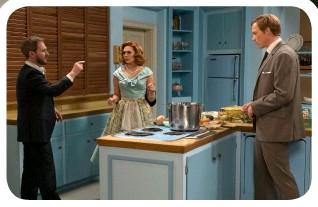 ??  ?? HOUSE & HOME Matt Shakman directs Elizabeth Olsen and Paul Bettany on set (left).