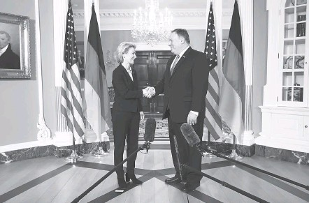?? CHIP SOMODEVILLA/GETTY IMAGES ?? German Defense Minister Ursula von der Leyen with Secretary of State Mike Pompeo at the State Department last week.