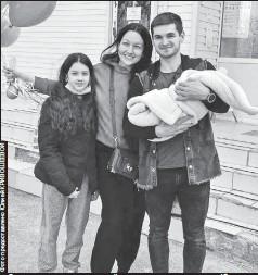 ??  ?? «Самое страшное для нашей семьи позади, — говорит Юлия. — Наконец-то мы вместе»