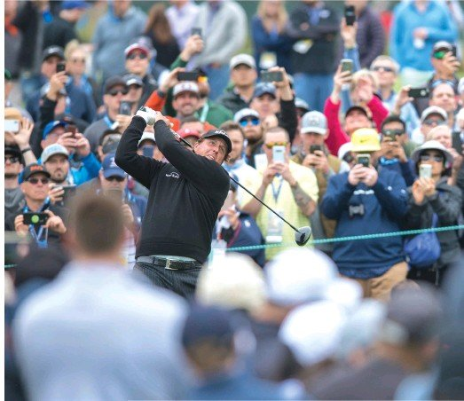 ??  ?? Rolex Testimonee and recent major winner Phil Mickelson tees off at the U.S. Open.