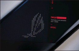??  ?? The illuminated ROG logo on the rear has become a staple of the ROG Phone design language.