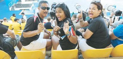 ??  ?? Rafael Quintero, padre, Nerva Díaz, su madre, y Andrea, su hermana, posan para el lente de este diario.