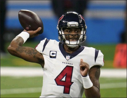 ??  ?? Houston Texans quarterbac­k Deshaun Watson throws during the second half of an NFL football game against the Detroit Lions, Thursday, Nov. 26, 2020, in Detroit.