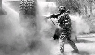 ?? BY SGT. MICHAEL PRYOR, U.S. ARMY, VIA ASSOCIATED PRESS ?? Staff Sgt. Michael Mullahy, of Batavia, Ill., fires a rocket at an insurgent position in Baghdad on Saturday.