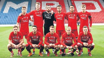 ??  ?? The young Dons start­ing line-up against Hiber­nian last night