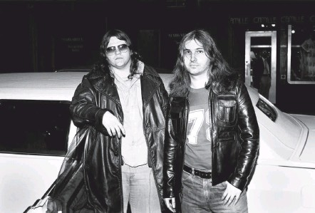 "?? MPI09/MEDIAPUNCH/IPX/ASSOCIATED PRESS ?? Meat Loaf, left, and Jim Steinman arrive for a radio interview to promote ""Bat Out of Hell"" in March 1977. Mr. Steinman, who had an onand-off profession­al relationsh­ip with Meat Loaf for over 40 years, also wrote Bonnie Tyler's No. 1 hit ""Total Eclipse of the Heart."""