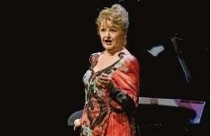 ?? Foto: Marcus Merk ?? Edita Gruberova, die an diesem Montag 73 wird, bei ihrem Abschiedskonzert in der Stadthalle Gersthofen.