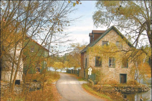 ?? EASTERN ONTARIO VISUAL CHARACTER PROJECT ?? One iconic image of Eastern Ontario is that of the historic stone building, often alongside water, such as the 1831 Bedford Mill, near Westport.
