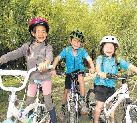 ?? PHOTO: GUY WILLIAMS ?? Trailblazers . . . About to tackle a new bike trail on the Shotover River delta are (from left) Esther Nai (6), Austen Morris (7) and Ella Brown (6).