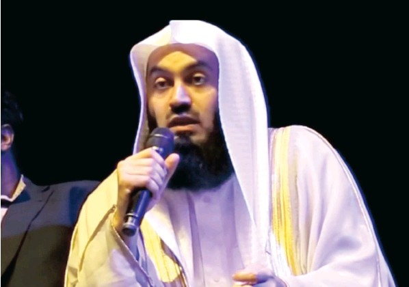 ?? Picture: youtube ?? RENOWNED: Mufti Ismal Menk will be leading evening prayers at Gatesville Mosque this Ramadaan.