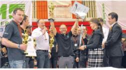 ?? Privatfoto ?? Der Michelbacher Thomas Hägele triumphiert zum zweiten Mal bei den internationalen Meisterschaften im Dellendrücken.