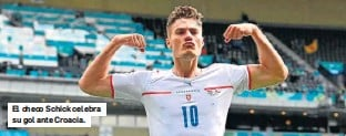 ??  ?? El checo Schick celebra su gol ante Croacia.