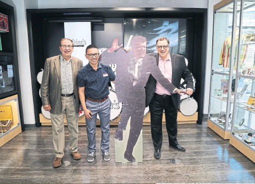 ?? RENÉ JOHNSTON/TORONTO STAR ?? From left, Roman Records owner Duff Roman, Shoppers Yonge and Dundas owner Andrew Yeh and museum co-curator Jan Haust with a cut-out of Ronnie Hawkins.
