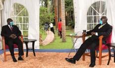 ?? CEDIDA ?? Chefe da diplomacia angolana foi recebido por Museveni