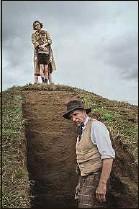 ??  ?? Carey Mulligan (en haut) et Ralph Fiennes dans The Dig.