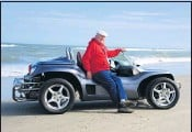 ?? VINCENT PARISIEN VIA THE NEW YORK TIMES ?? Bruce Franklin Meyers attends Manx on the Banx, a gathering in North Carolina of enthusiast­s of the dune buggies he invented and popularize­d, in 2017. Meyers, who invented the fiberglass Meyers Manx, has died. He was 94.