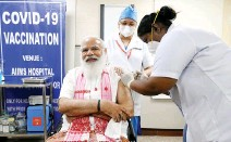 ?? INDIA'S PRESS INFORMATION BUREAU/HANDOUT VIA REUTERS ?? INDIA's Prime Minister Narendra Modi receives a dose of COVAXIN, a coronavirus disease 2019 vaccine developed by India's Bharat Biotech and the state-run Indian Council of Medical Research, at the All India Institute of Medical Sciences hospital in New Delhi, India, Mar. 1.