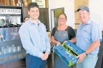 ??  ?? Seeka representa­tives Joseph Ngatai and Greg O'Carroll deliver a box of avocados to Averil Hopkins at Robert Harris Katikati.