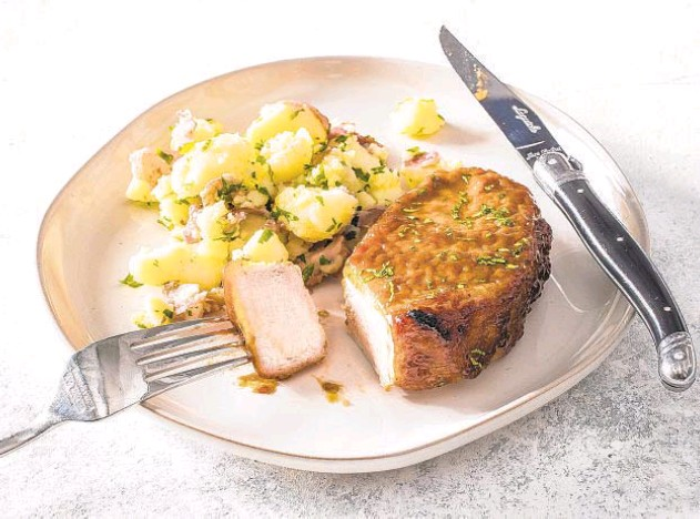 ?? CARL TREMBLAY/AMERICA'S TEST KITCHEN ?? A picture-perfect glaze dresses up these pork chops.