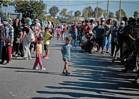 ?? Foto: AFP ?? Die Motion verlangt, dass Ostermundigen zehn Personen aus griechischen Lagern aufnimmt: Flüchtlingscamp Kara Tepe auf Lesbos.
