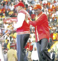 ?? /JACK OWUOR ?? Pres­i­dent Uhuru Keny­atta and Deputy Pres­i­dent Wil­liam Ruto at the launch of Ju­bilee Party mem­ber­ship smart­card at Kasarani on Jan­uary 13, 2017
