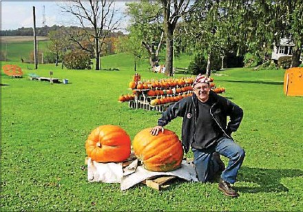 ?? MARCELLA PEYRE-FERRY — DAILY LOCAL NEWS ?? Pumpkin chunker Tom Bush of Parkesburg is a member of the Smokin Lamas pumpkin chunkin team in the Pumpkin Olympics.