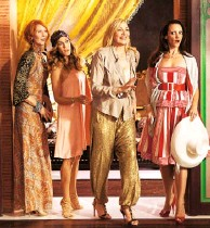 ??  ?? With Sarah Jessica Parker, Kim Cattrall and Kristin Davis in Sex and the City 2