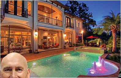 ??  ?? Michael Morgan, left, and the sprawling home he owned in Texas