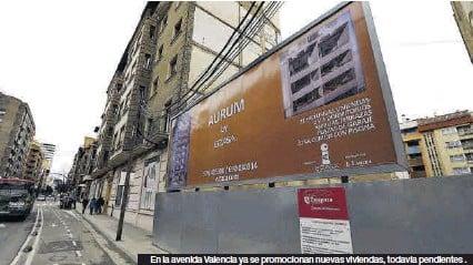 ?? JAIME GALINDO ?? En la avenida Valencia ya se promocionan nuevas viviendas, todavía pendientes .