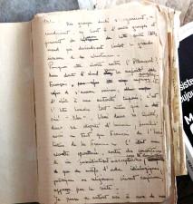 ??  ?? Yvette Marie-José Wilborts au début des années 40, lorsqu'elle s'engage dans un réseau organisé par sa famille. Cahier. Les notes prises quelques mois après son retour de Ravensbrück, où elle consigne ce qu'elle a vécu.