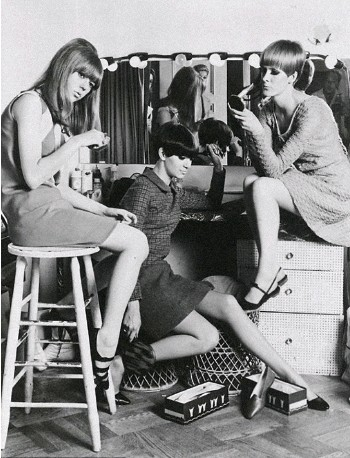 ??  ?? Left: Models Jenny Boyd, Sandy Moss, and Jane Dawson backstage before a fashion show Below: The book that will one day be a good read