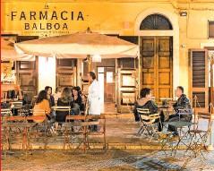 ??  ?? IL BAR DI FAMIGLIA La Farmacia Balboa è il cocktail bar aperto dal marito della Mirren e dal suo amico e socio, l'imprenditore Francesco Winspeare: si trova a Tricase, non lontano da Tiggiano.