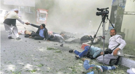 ?? REUTERS ■ ?? Working in danger zone: Nine journalists were killed in a blast that rocked Shashdarak, an office-cum-residential area in central Kabul on April 30. Omar Sobhani (below) clicked this photograph in less than a minute of the blast.