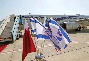 ?? (AFP) ?? The Bahraini, Is­raeli and US flags are placed in front of El Al plane ahead of the flight to Bahrain's cap­i­tal Manama for a for­mal launch of diplo­matic re­la­tions, at Is­rael's Ben Gu­rion Air­port near Tel Aviv on Sun­day