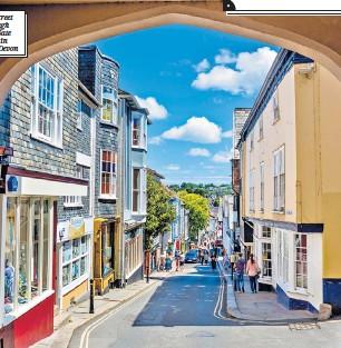 ??  ?? Fore Street through East Gate arch in Totnes, Devon