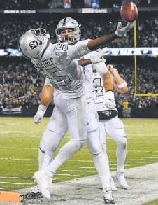 ?? Thearon W. Henderson, Getty Images ?? Raiders wide receiver Michael Crabtree celebrates after scoring the winning touchdown Thursday.